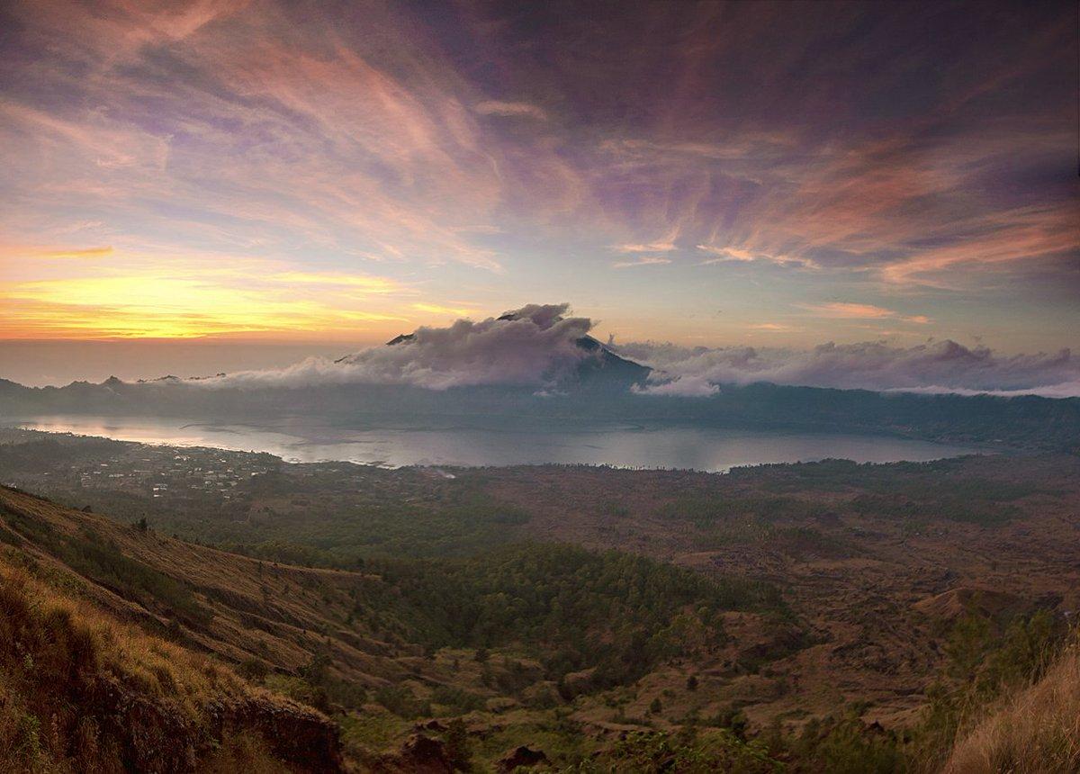Matahari terbit di Gunung Batur Sumber: flickr.com/photos/redsun8…