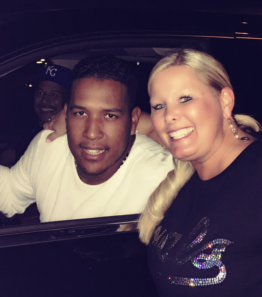 @SalvadorPerez15 is one class act...even after a @Royals loss he stopped for pictures & autographs! #Salvy #royals https://t.co/6XMDCQnt5f