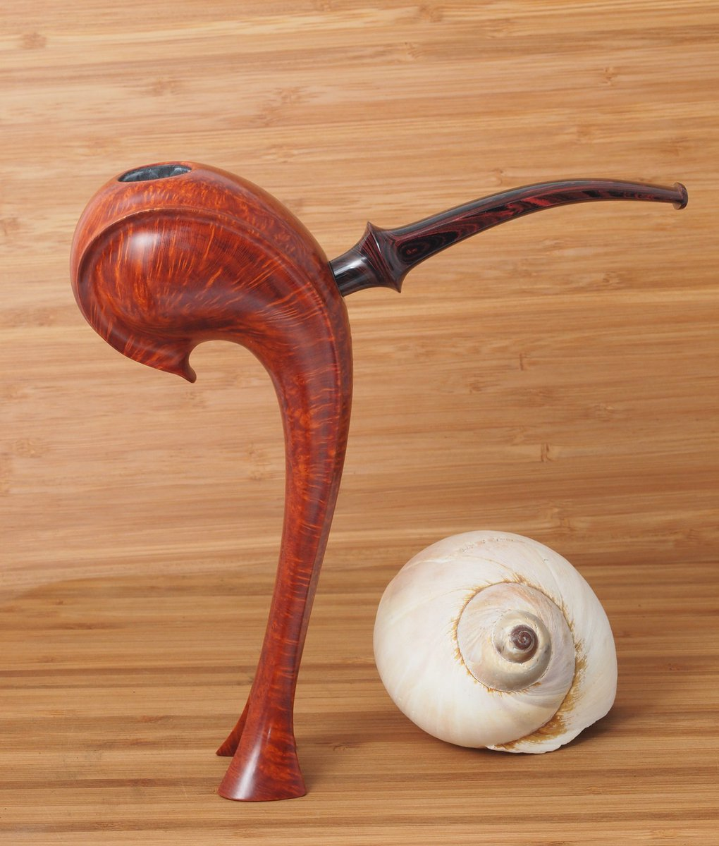 Here's a pretty unusual pipe, made by Teddy Knudsen