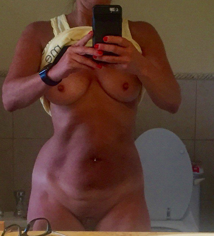 Nude Selfie 8519