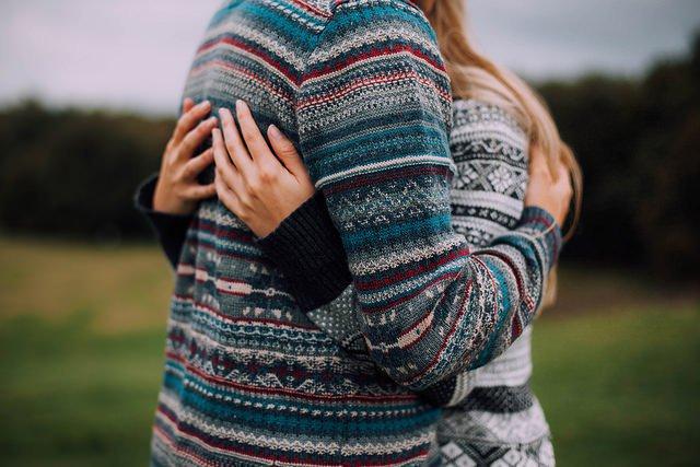 фото в одном свитере