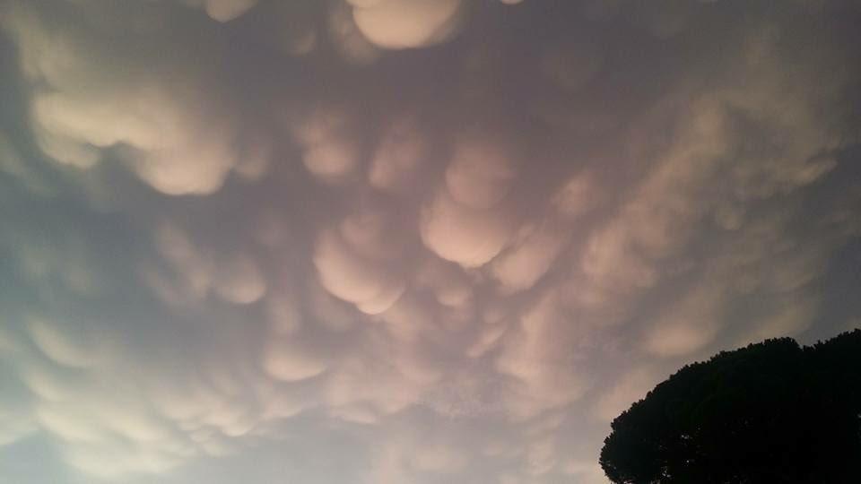 Il cielo di #Roma  (ph.by F.Montesi)  #16settembre #MeteoRoma #CloudsOfRome @FotoDiRoma @leggoit @IlMsgitRoma @MP27_