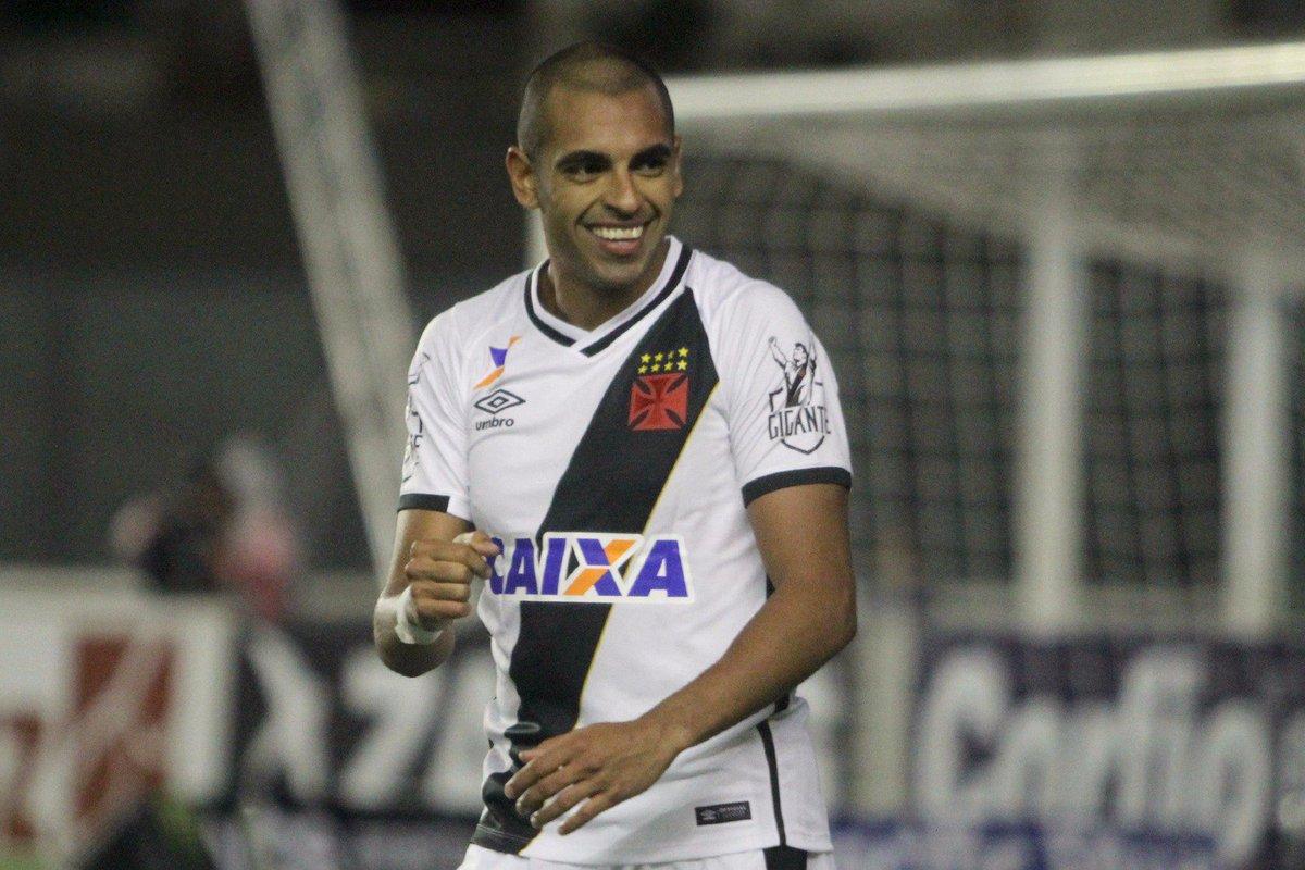 Junior Dutra marcou o seu primeiro gol com a camisa do Vascão!
