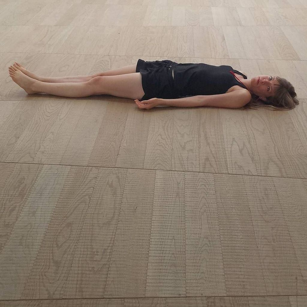 #reginamagdalenasebald measuring the #massimodelucagallery #performance https://t.co/opjEqgR2JV
