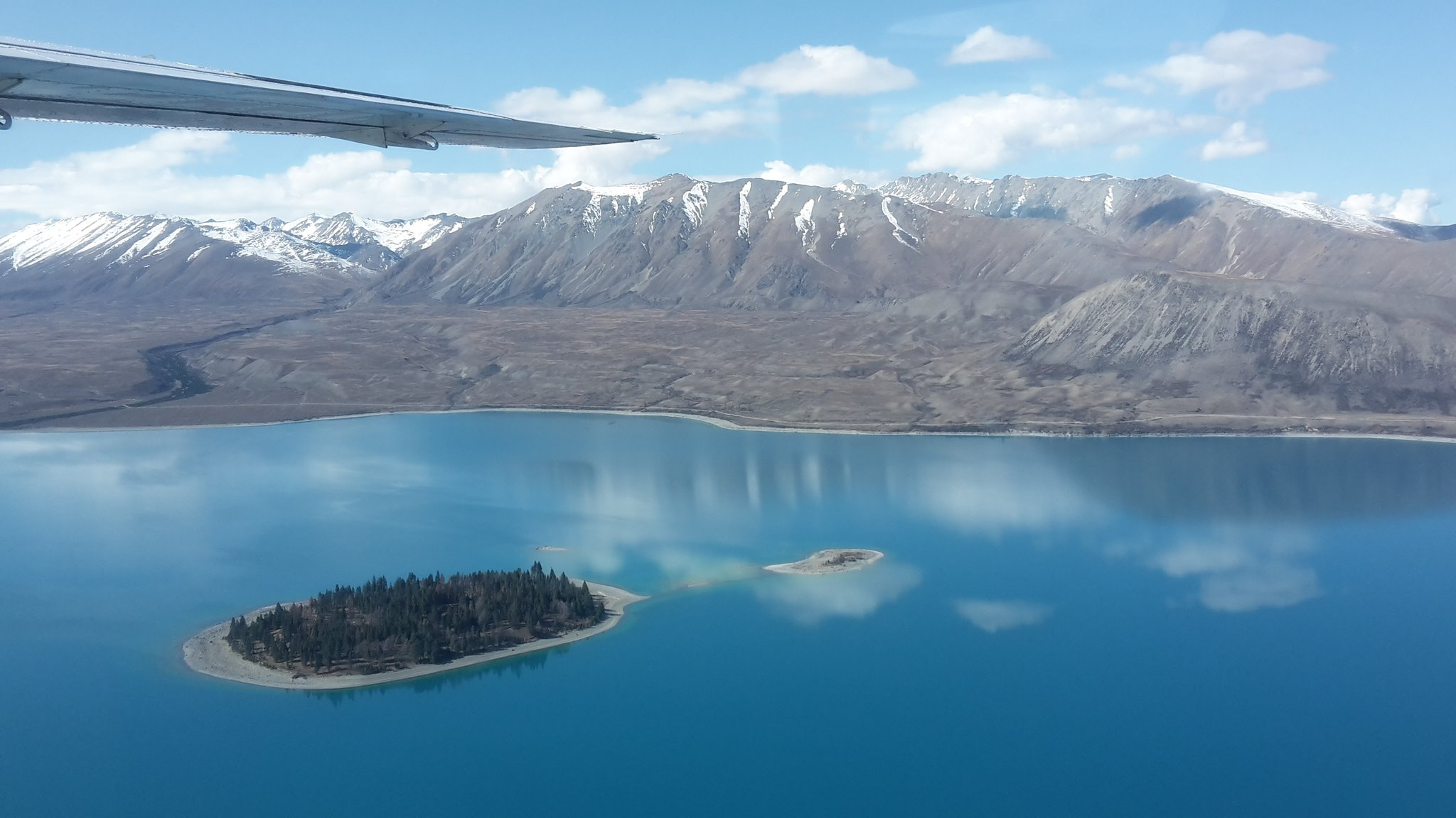 The colours of Lake Tekapo from the air. @AirSafaris  #NZmustdo #ConservationWeek https://t.co/0tvqWgQkQn