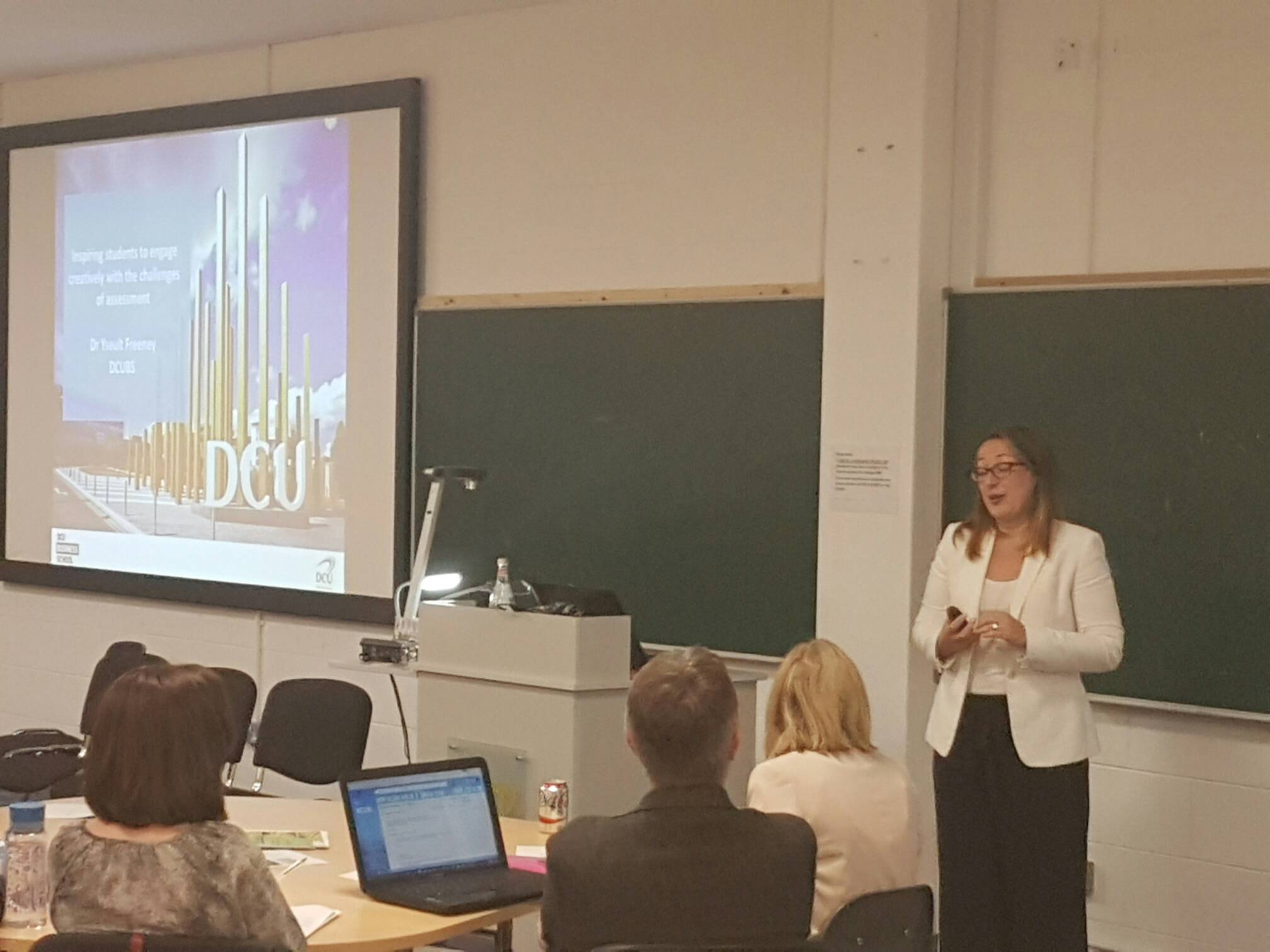 Yseult Freeney from @DublinCityUni talking about use of Rubrics to give feedback #dcuteu https://t.co/jSkMCecMeg