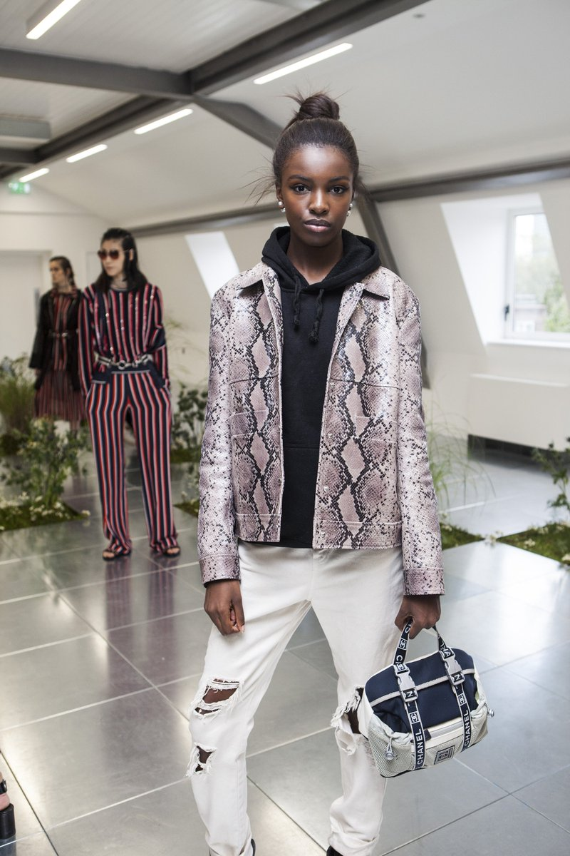 Stunning! @Leomie_Anderson wears Markus Lupfer Pre Fall 2016 jacket to the SS17 presentation https://t.co/VNVuWzrJnG