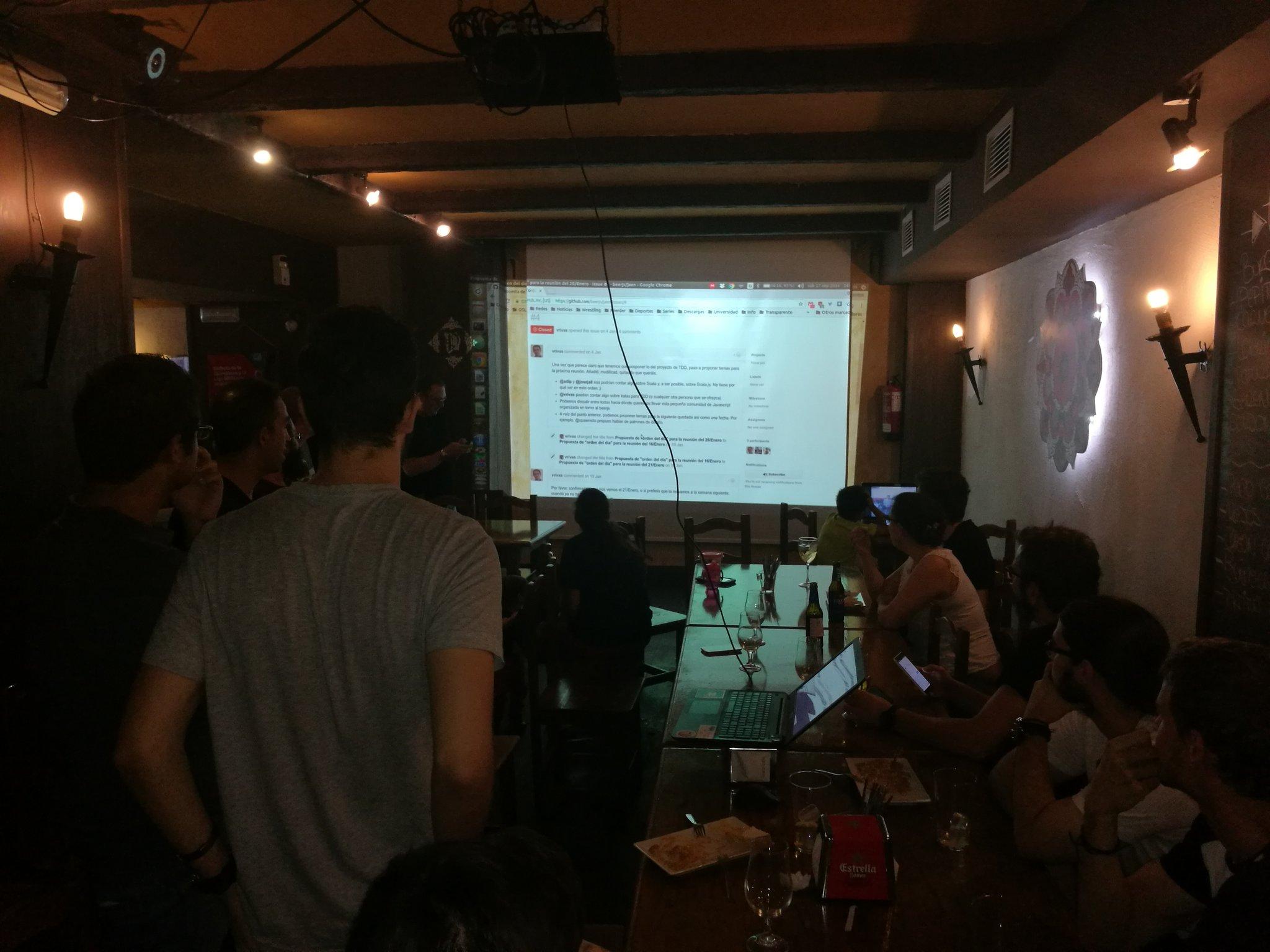 Presentación del proyecto de @beerjs en Jaén y Granada por @vrsantos. #SFD #SoftwareFreedomDay https://t.co/yz6en15C9l