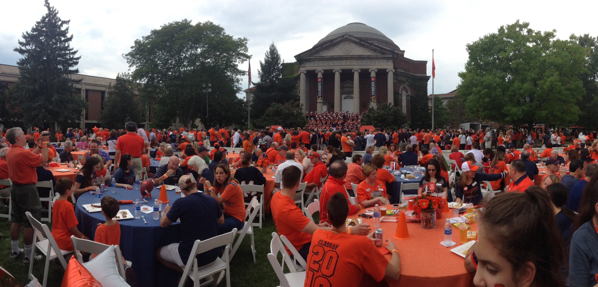 What a great scene on the quad today. #OrangeCentral @SUAlums @SyracuseU https://t.co/mEMkPnOia7