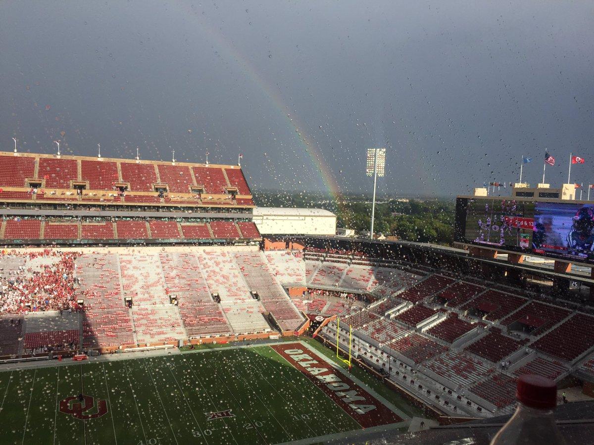 Rainbow lands on #Sooners locker room. https://t.co/CDJ521EpTG