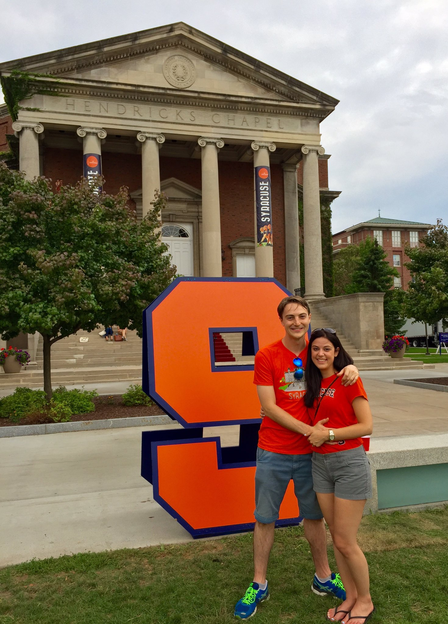 They traveled  from England for #OrangeCentral! @kdolinsek '13 wanted to show off @SyracuseU campus to her fiancé! https://t.co/q9SDcPFdpk