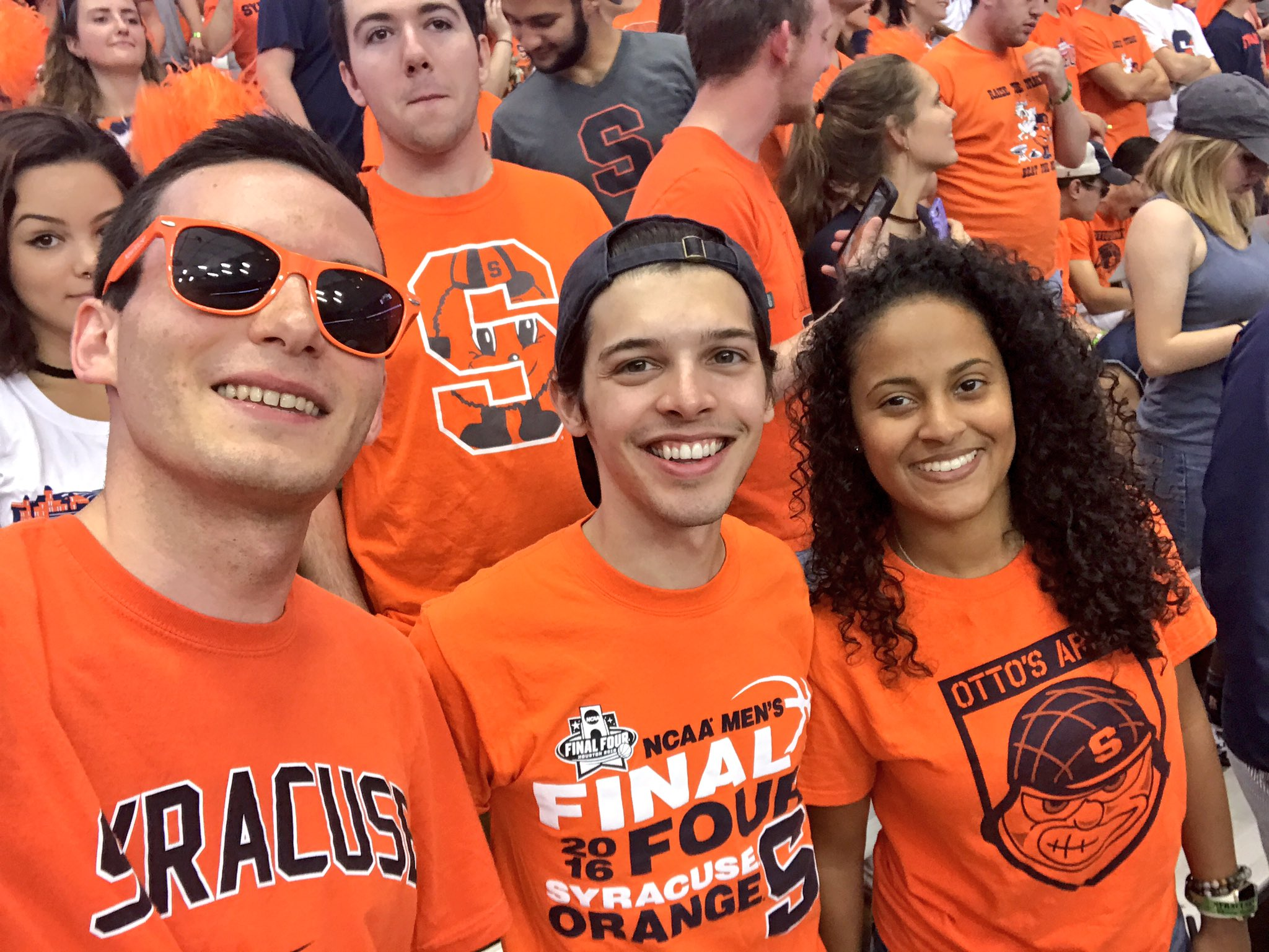 With my favorite people in my favorite place and CUSE is up by 14. Life is good. #OrangeCentral #USFvsCUSE https://t.co/AzNq49tRm3