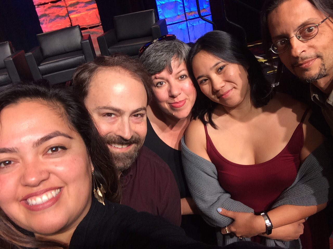 A little behind the scenes selfie! @reportedly is ready for closing keynote! #ona16story #ona16 https://t.co/vxbdcyypd1