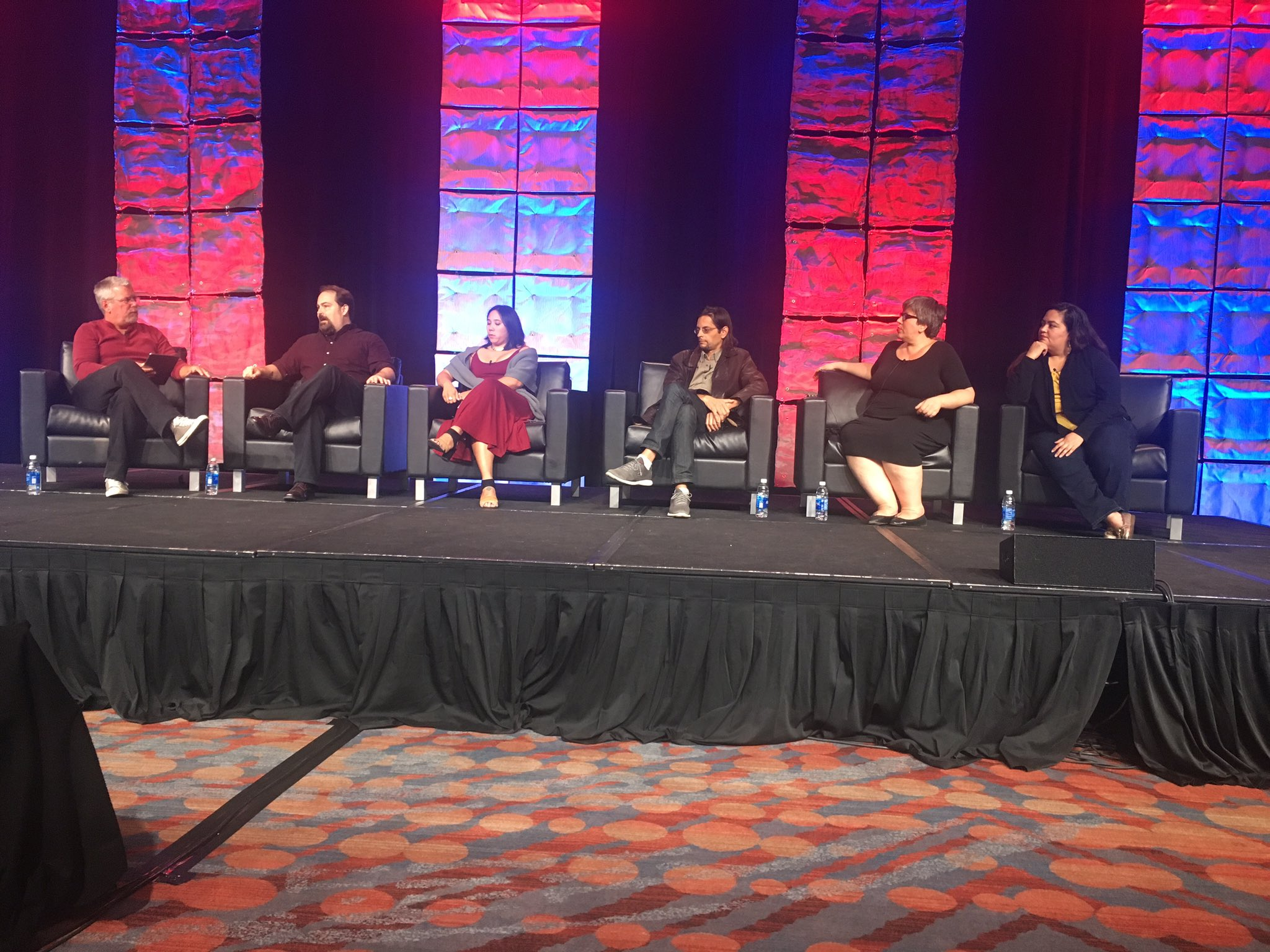 Live blog and video from the #ONA16 Keynote with @reportedly https://t.co/XSGKujzMGU #ONA16story https://t.co/489pNTIZV9