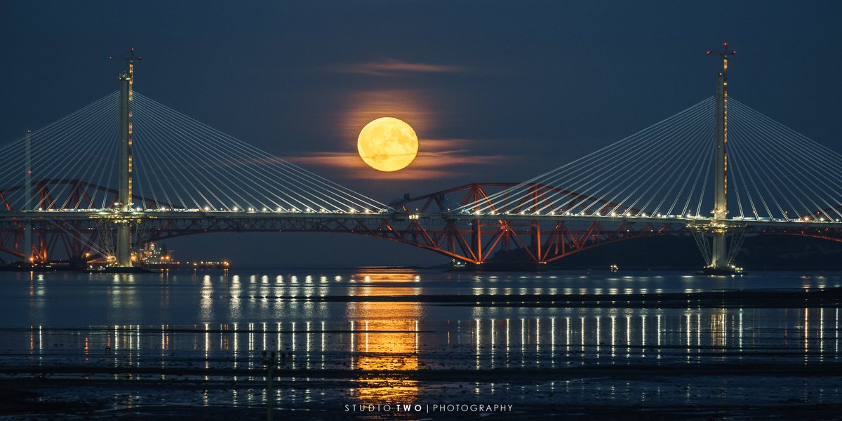 More beauty RT @Studio2Scot: Awesome moonrise over the @forthroadbridge this evening! https://t.co/dqN3rXW5zv