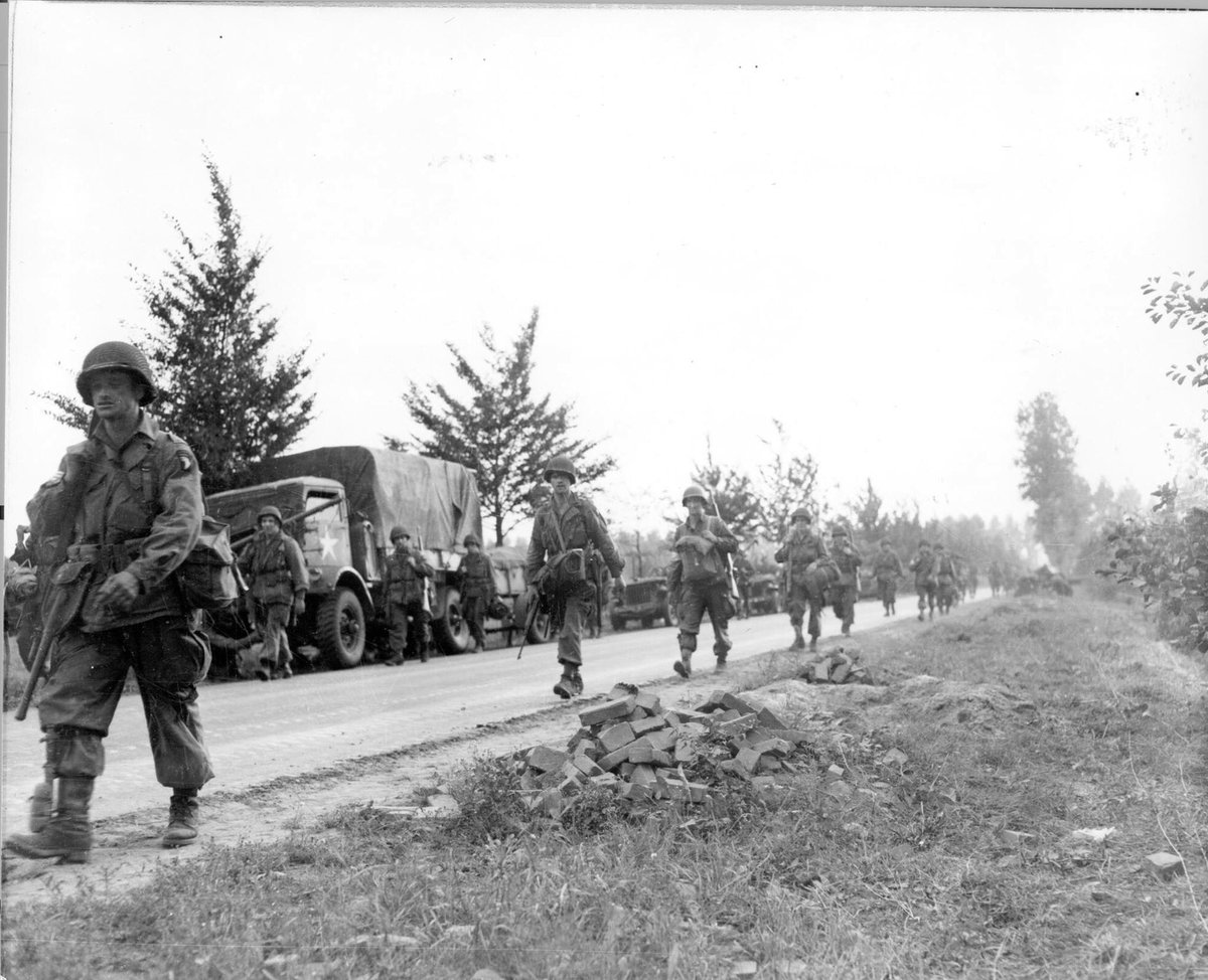 September 17, 1944 - the #101stAirborne and @82ndABNDiv dropped into Holland and began #OperationMarketGarden #WWII https://t.co/7jtTWy2Hdn