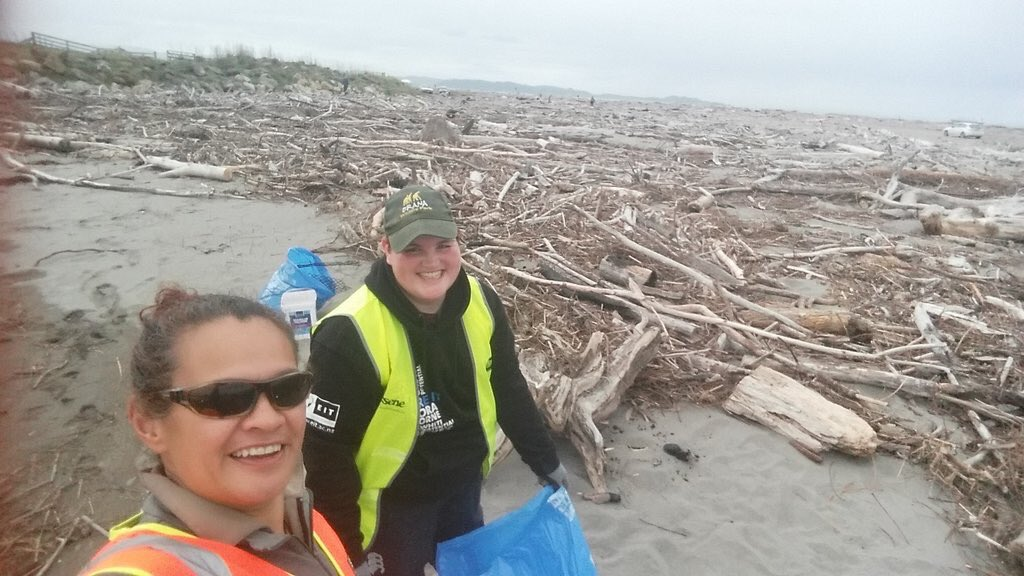 Cleaning up Waipaoa today for the final day of #ConservationWeek via @tmngawhare https://t.co/3YKo6rV8I7