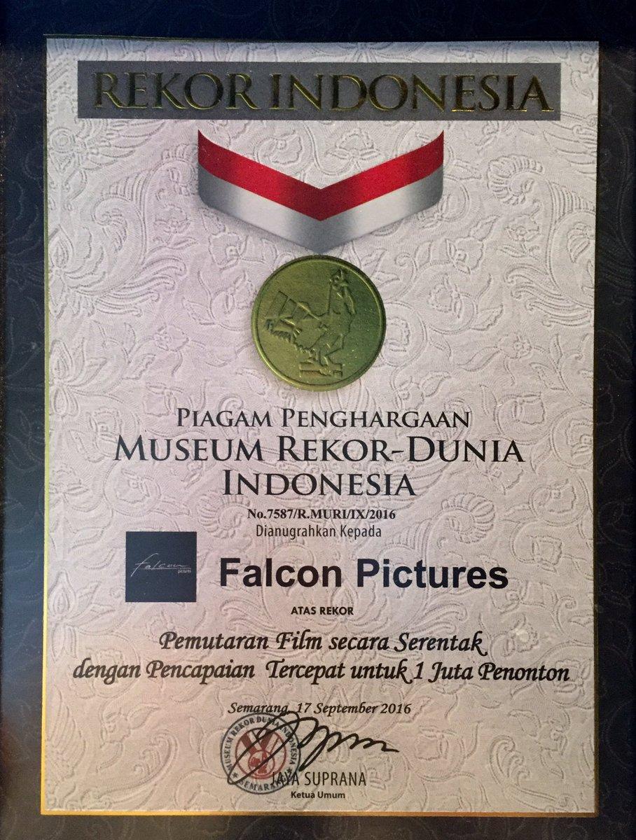 #WarkopDKIReborn meraih 2 Rekor dari MURI. Selamat @VinoGBastian__ @FalconPictures_ Yg blm ntn buruan sblm nyesel! https://t.co/6YokaYAK3W