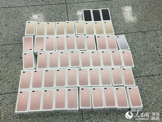 Want To Know Why You Can't Find The Jet Black iPhone 7 In Stores? Scalpers