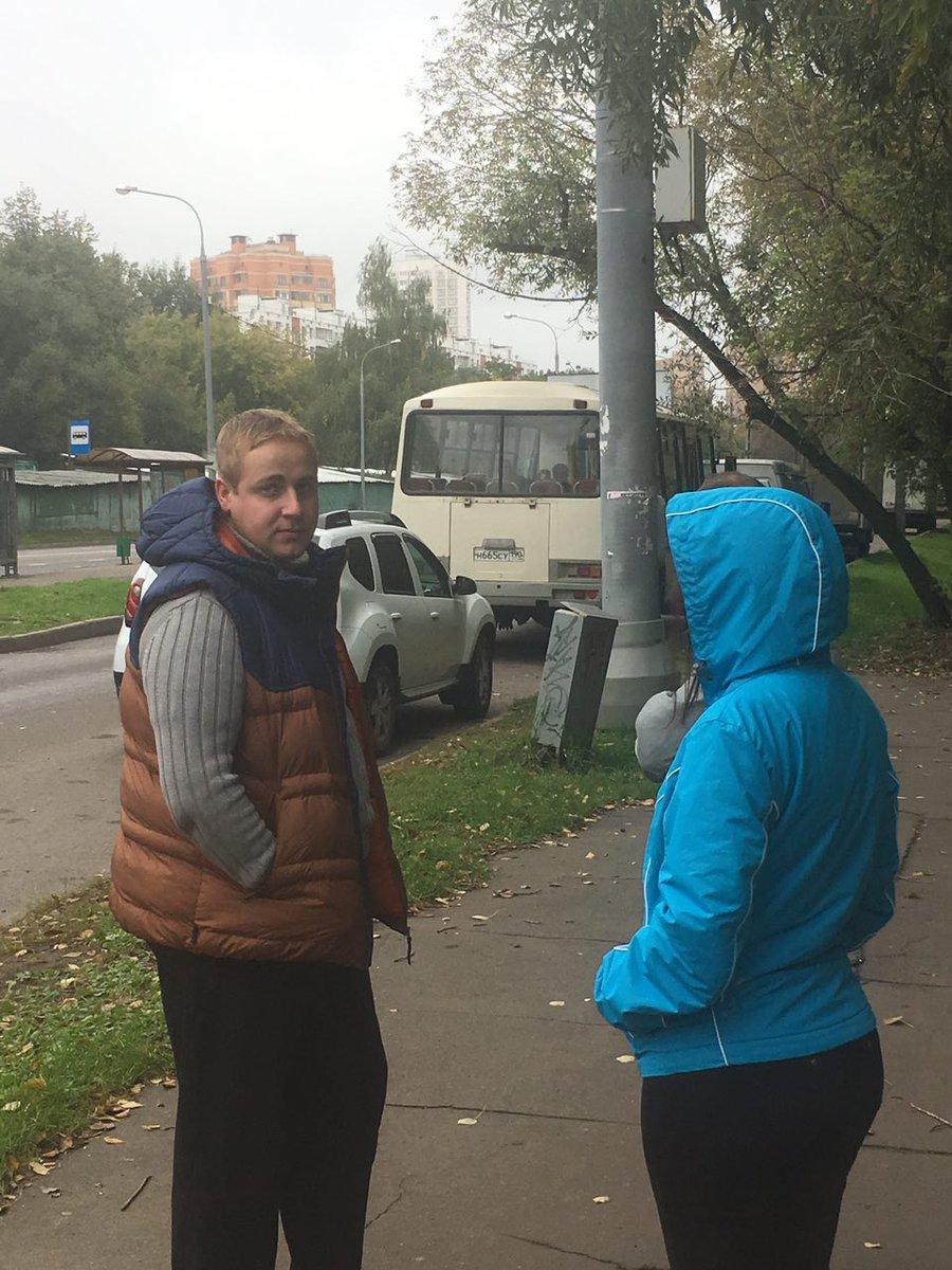 Улица Онежская. Массовый подвоз на голосование. Угрожали разбить нашему наблюдателю камеру https://t.co/CaJtJV10LI