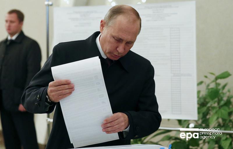 В Симферополе избиратели голосуют в автобусах - Цензор.НЕТ 2134