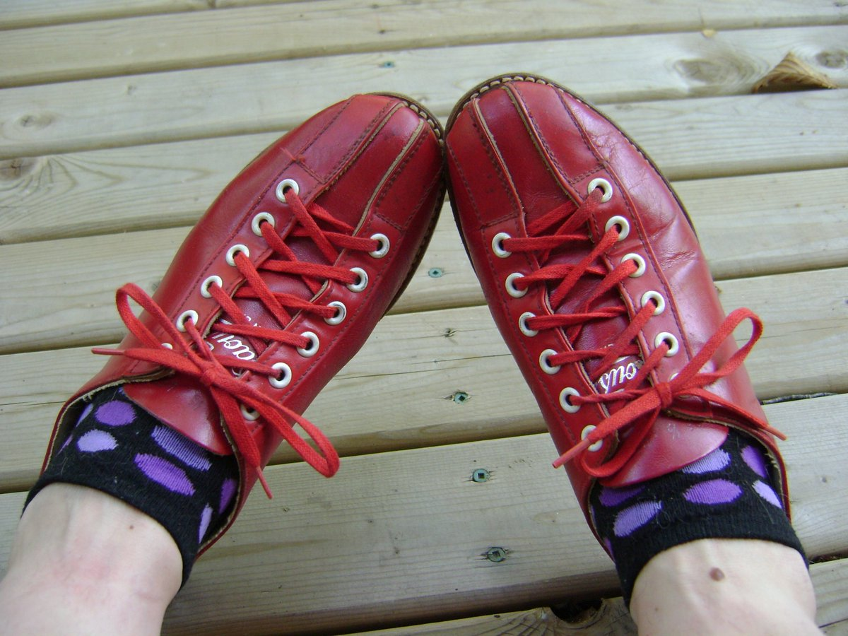 Gorgeous well-made red leather #vintage #Bowling Shoes- #Daoust #CanadianMade  https://www. etsy.com/ca/listing/479 714511/bowling-shoes-vintage-retro-red-leather?ref=shop_home_active_1 &nbsp; …  #etsy #retro<br>http://pic.twitter.com/5f7RT1fdcO