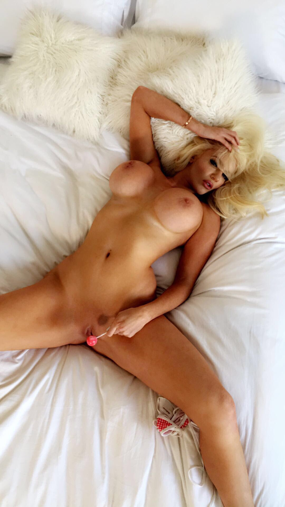 nicolette shea nude