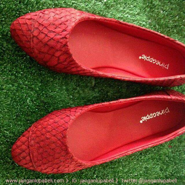 Pineapple Shoes Sepatu dari kulit ikan  pineappleshoes 835c7cceb7