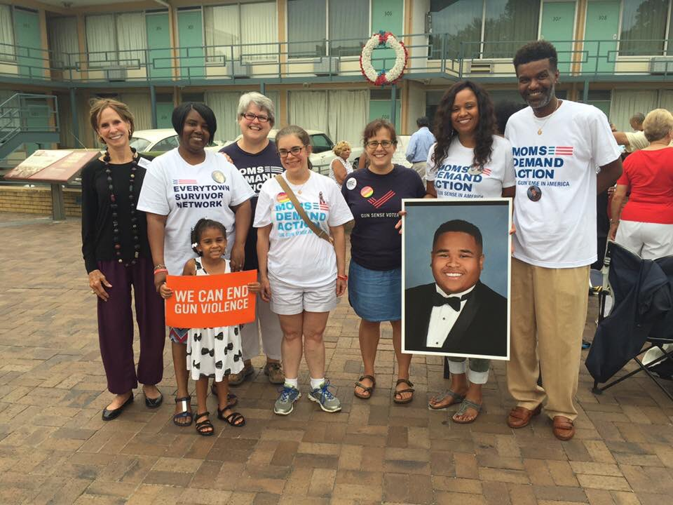 .@MomsDemand Memphis Moms at the Campaign for Non-violence Interfaith Vigil at the National Civil Rights Museum. https://t.co/vlqIMJkFbV