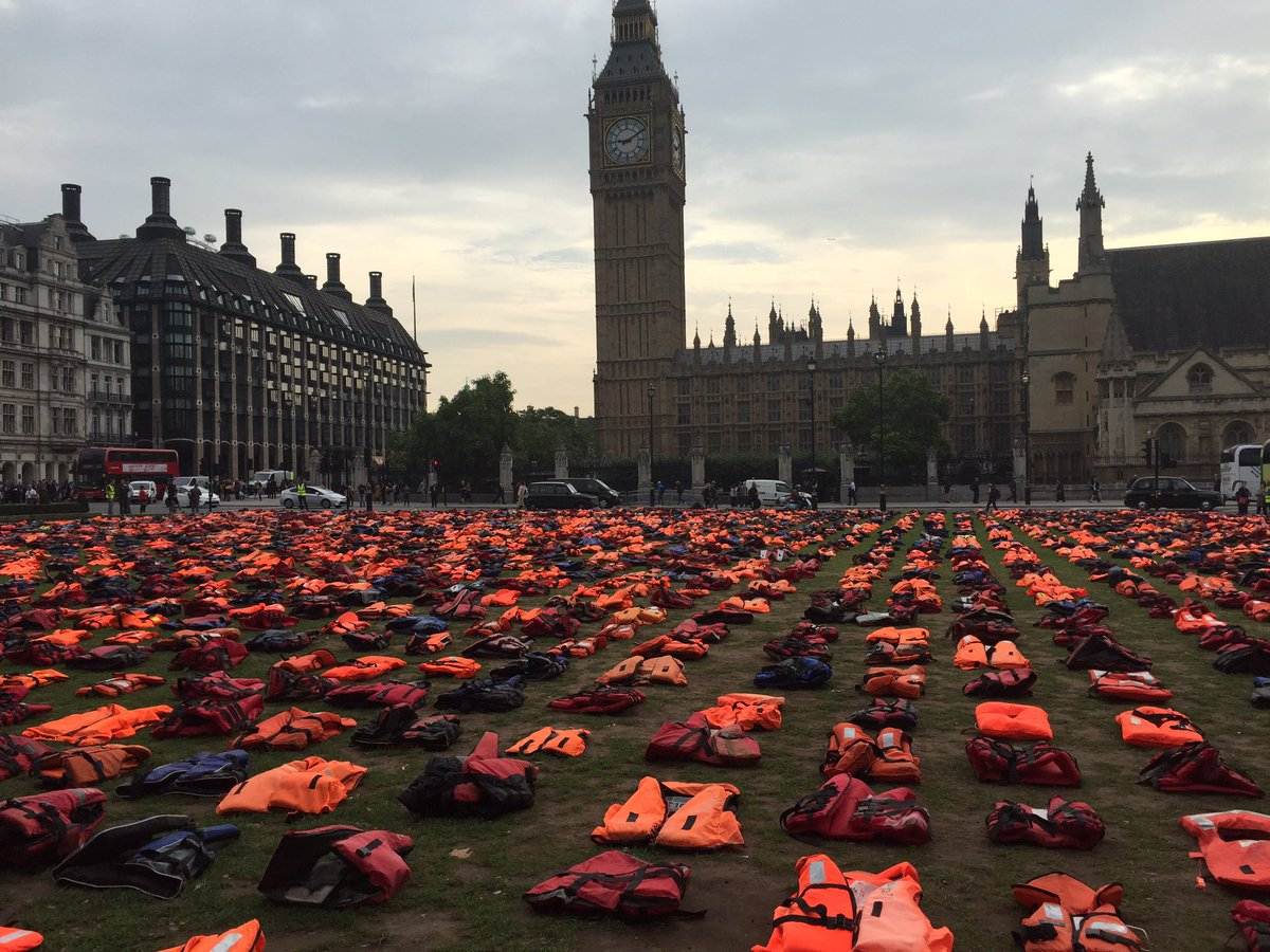 Life jacket Graveyard to highlight plight of refugees fleeing to Europe https://t.co/LBmywaNQuI