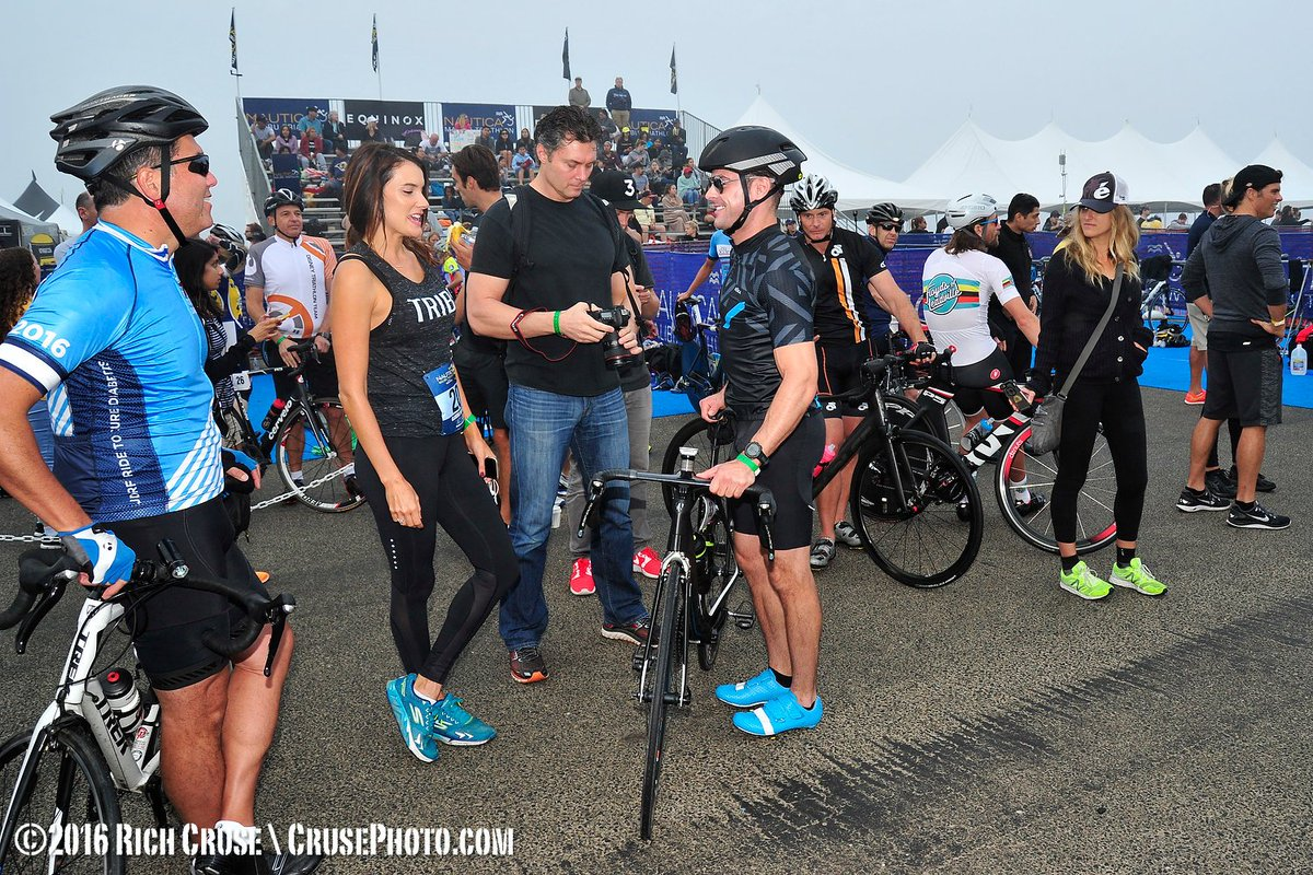 It's @FrankBuckleyTV & @ChristinaKTLA chatting with @ZacEfron at the @Nautica Malibu Triathlon. #nauticamalibutri https://t.co/sPmn6Ygqaz