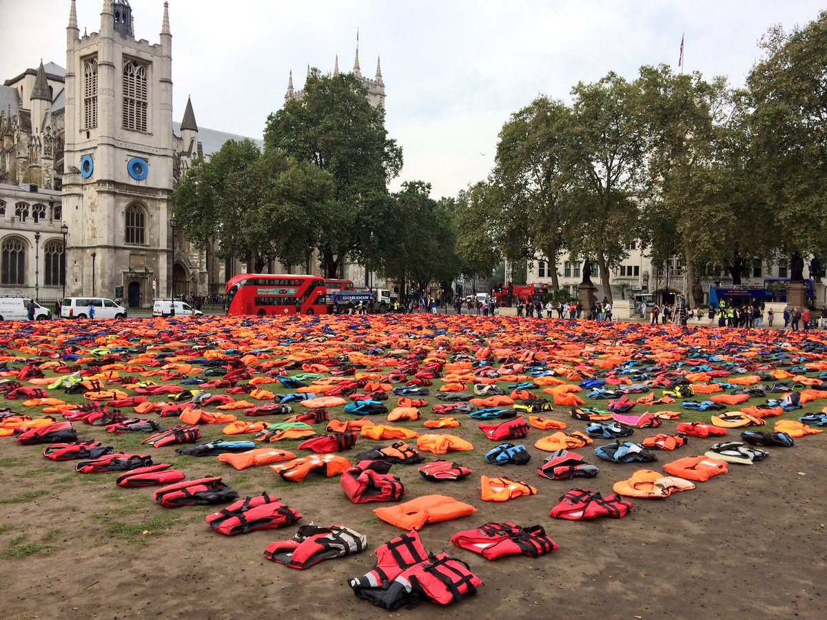 One of the more impressive demos Ive seen in Parliament Square. Simple and effective.  #lifejacketlondon https://t.co/7vyvJjgfVv