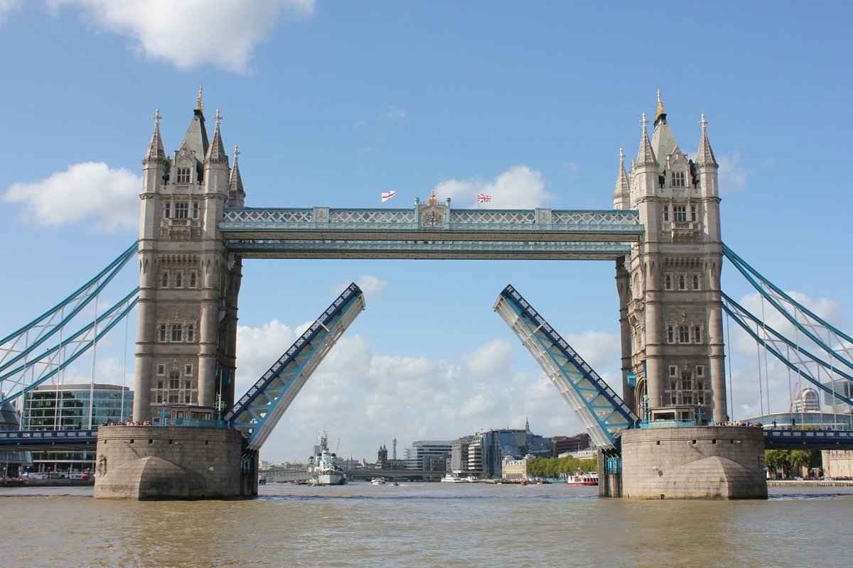 Two planned diversion routes will be in place for the @TowerBridge closure. More details at https://t.co/ayWAGeHSYY https://t.co/FkW5vhG19o