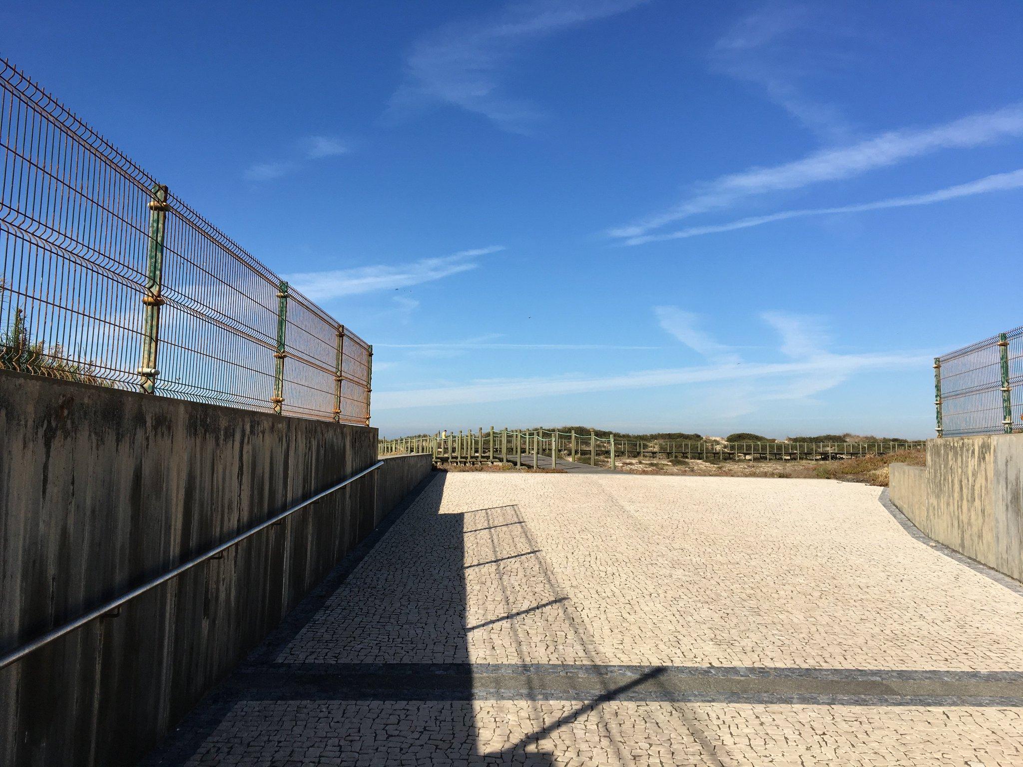 Und jetzt aber mal an den Strand … Durch die Unterführung… #olimarreisen #meurers https://t.co/e8aPqkXmJ9
