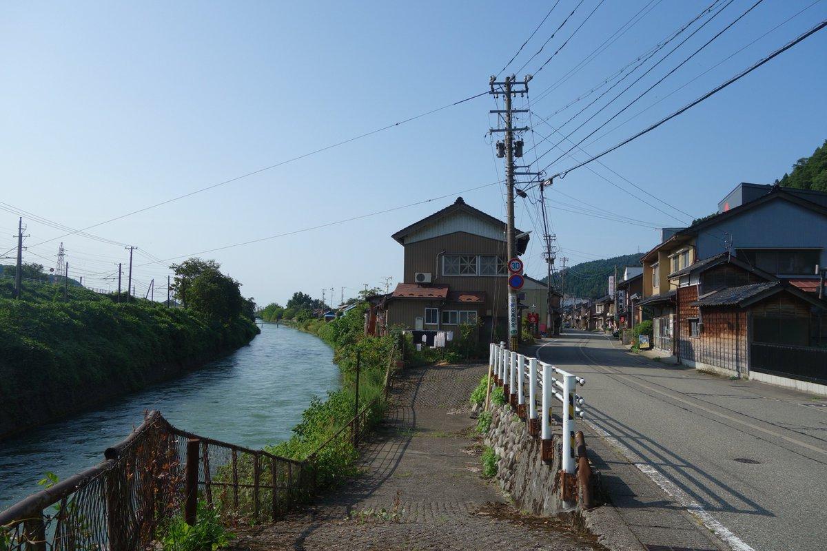 道と川によって消失点が2つある風景 https://t.co/JJfZOmxF5F