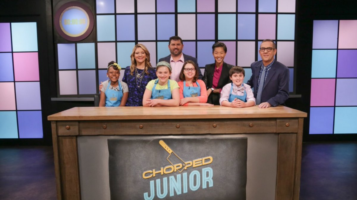 .@RedSox fans set your DVR's Jason Varitek is a Celebrity Judge on the @FoodNetwork #ChoppedJr Tomorrow at 8pm!⚾️