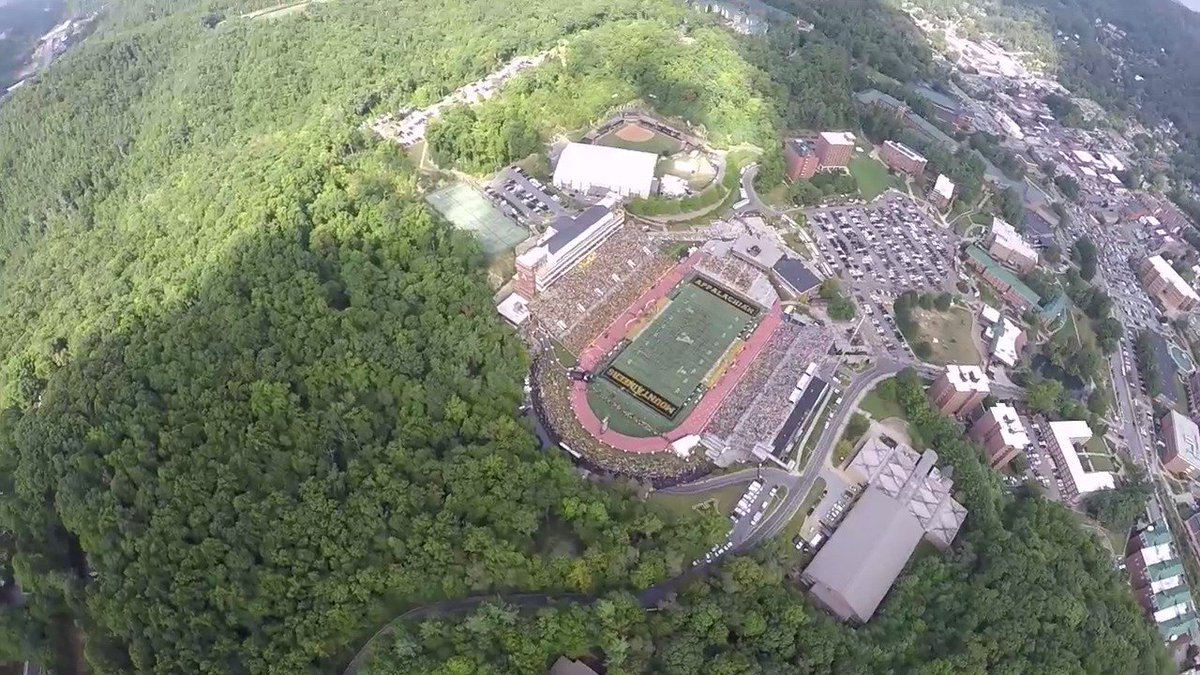 Need an adrenaline boost for your Monday?  Let's skydive into Kidd Brewer Stadium for an @AppState_FB game. https://t.co/AWC8zBNG3k