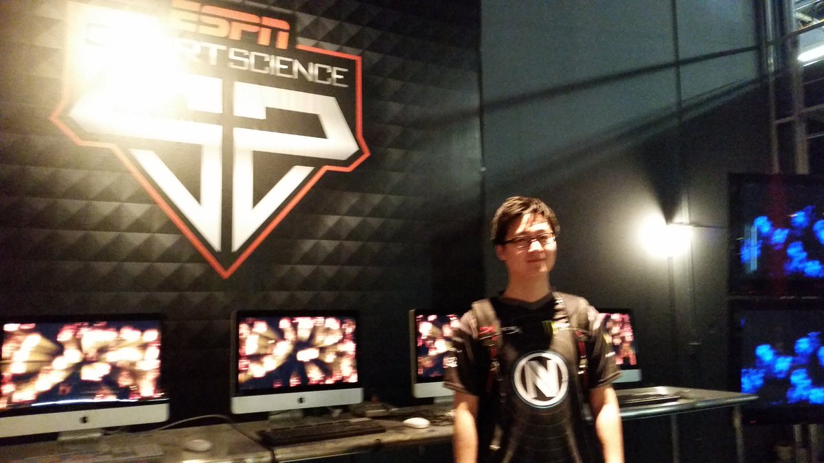 On set today with @nV_Polt for @Sport_Science and @espn! Looking forward to seeing the final product! @TeamEnVyUs https://t.co/gkBPVGyIho