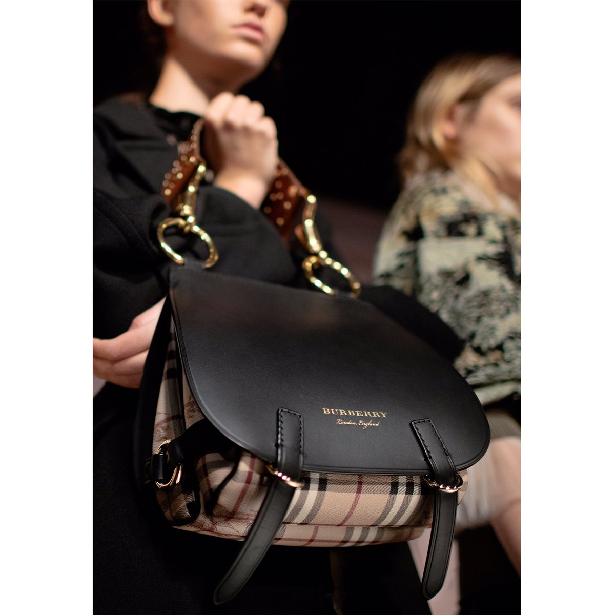 The Bridle Bag Seen On Models Backstage At Burberry Show Scoopnest