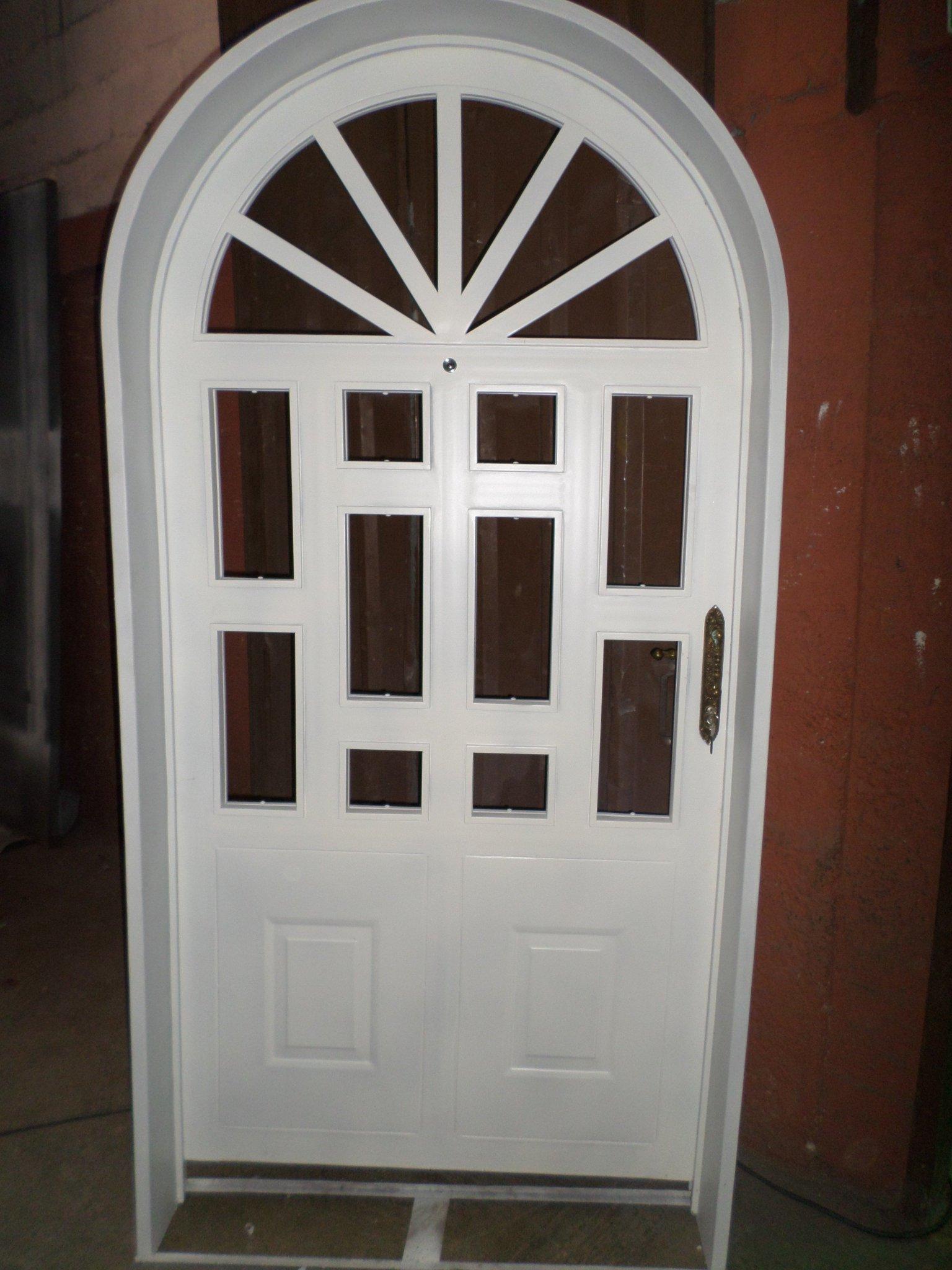 Fabricacion de puertas de hierro protectores y marcos for Puertas en forma de arco