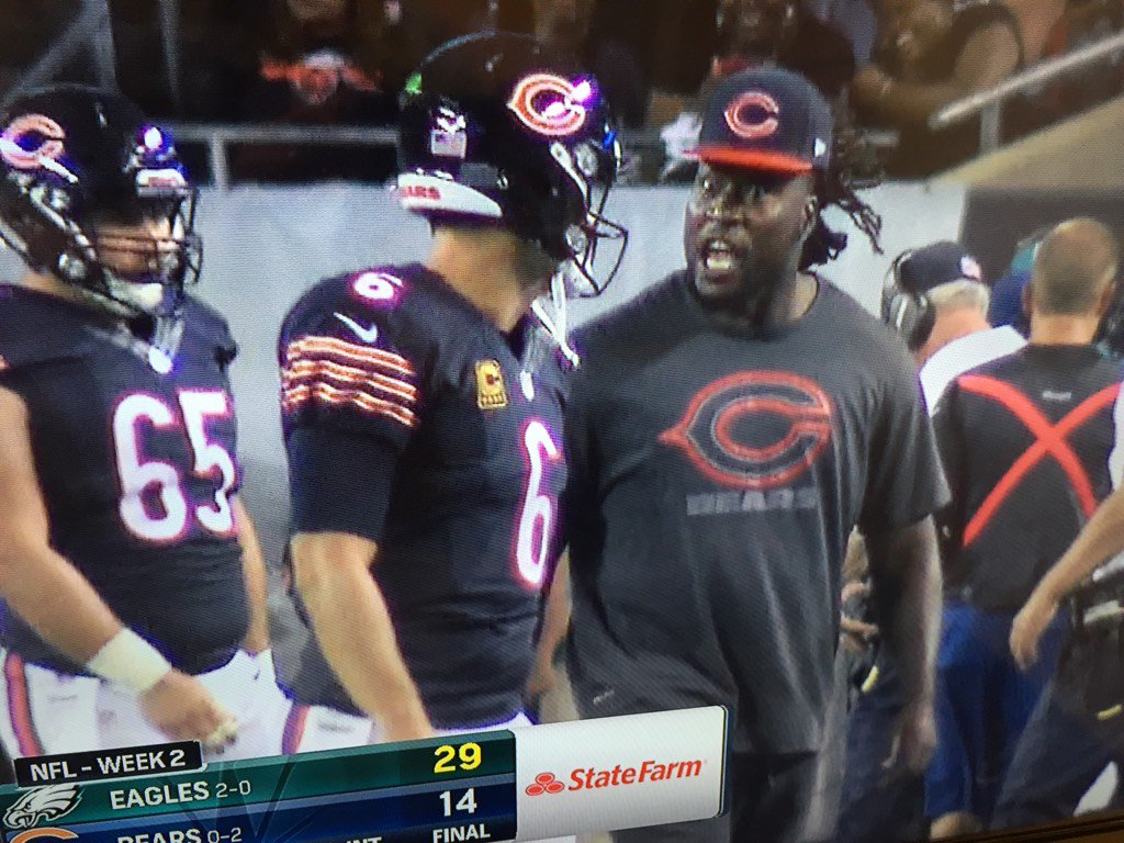 #Bears OLB Pernell McPhee yelling at Jay Cutler after the interception. As caught by @CSNChicago : https://t.co/s86rFUcV3Y