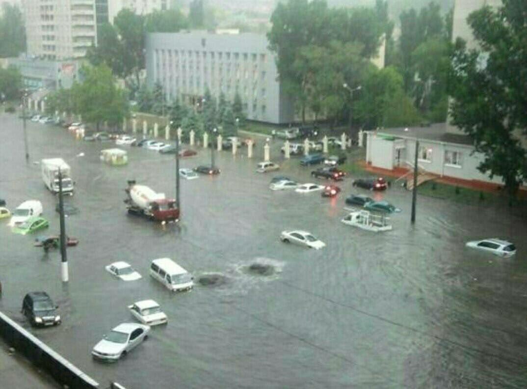 """""""Погода просто жесть. Все стоят в воде. Как будто по речке плыву"""", - вторые сутки в Одессе идут сильные дожди - Цензор.НЕТ 1180"""