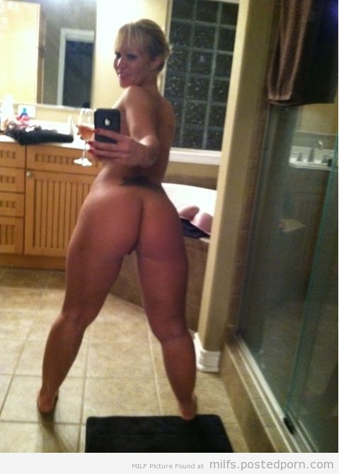 Hot naked milf ass