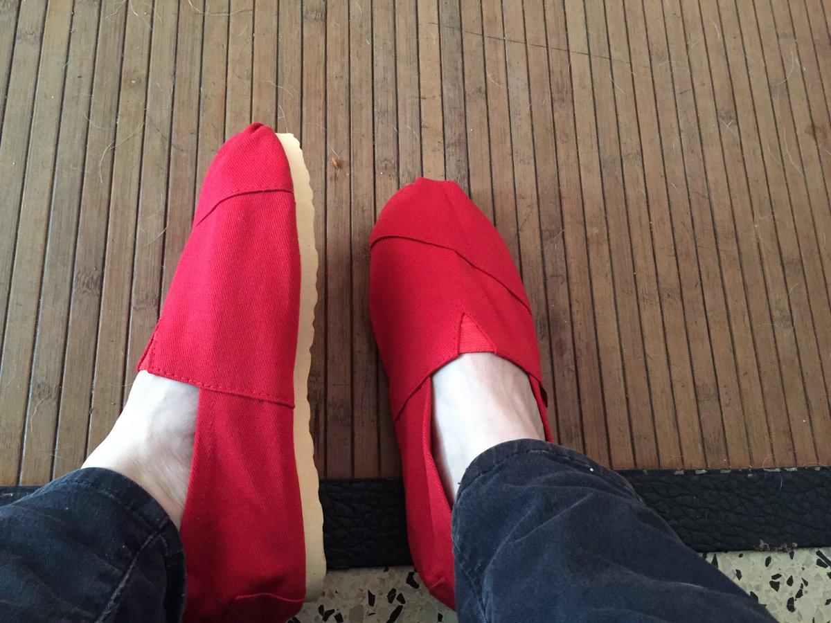 Laura Corvalán on Twitter \u0026quot;No les quiero dar envidia pero la gente de @OrfiUY me mandó estas divinuras rojas chinitas alpargatas panchitas Gracias!!!