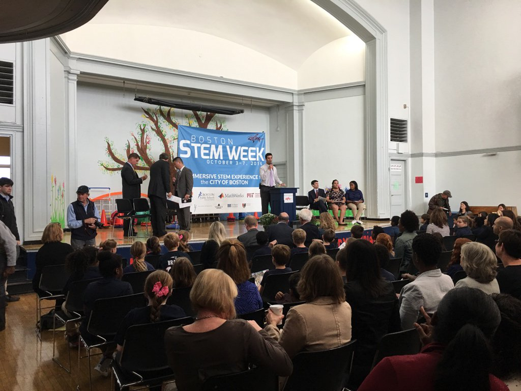 We are so thrilled to kick off #BostonSTEMWeek with @marty_walsh and @BostonSchools at Perry School! https://t.co/KlwQS3aTqh