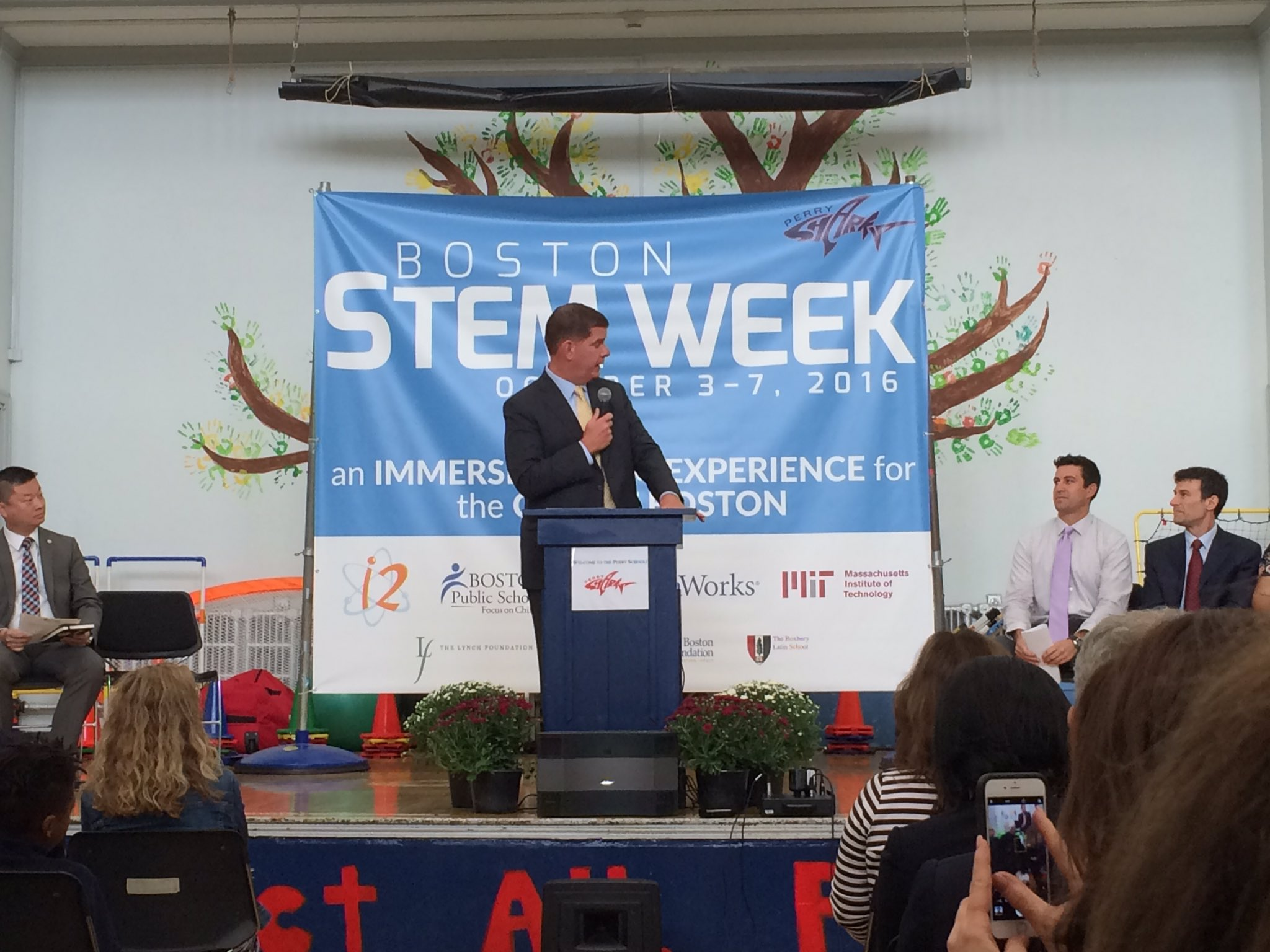 Thanks for the acknowledgment @marty_walsh! @bostonfdn is proud to support Boston STEM Week! #STEM #bostonstemweek https://t.co/bhG3OpuCre