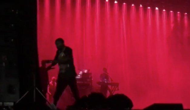 Kim Kardashian derubata a Parigi, Kanye West interrompe il concerto.