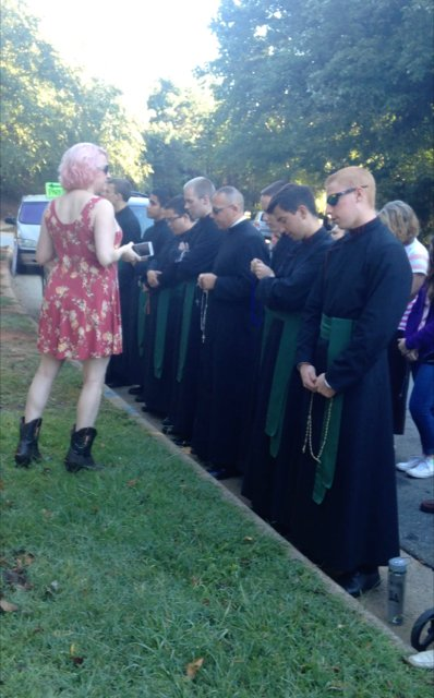 Seminarians taunted while praying in front of abortion facility https://t.co/fPTrmhreh8 @DeaconGregK https://t.co/WVtzbo6RZ4