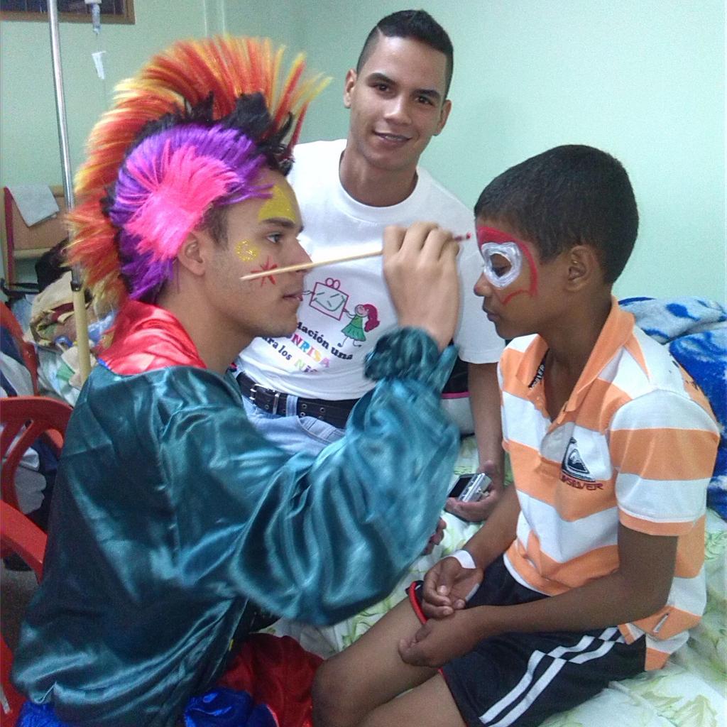 El mayor acto de agradecimiento es ver sonreír a un niño.  #UnaSonrisaParaLosNiños #NiñosFelices #Venezuela <br>http://pic.twitter.com/z4t8uvTTvZ