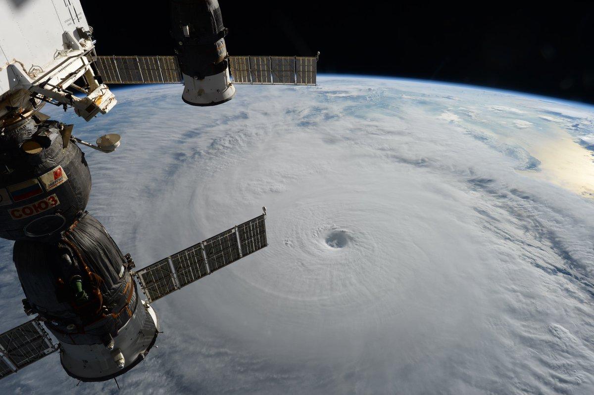 ISSに長期滞在している大西宇宙飛行士から、台風18号(チャバ)の写真が届きました。